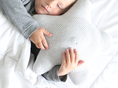 Snuggable Star Pillow - FREE Crochet Pattern