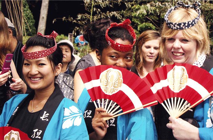 「祭りも国際色豊か」