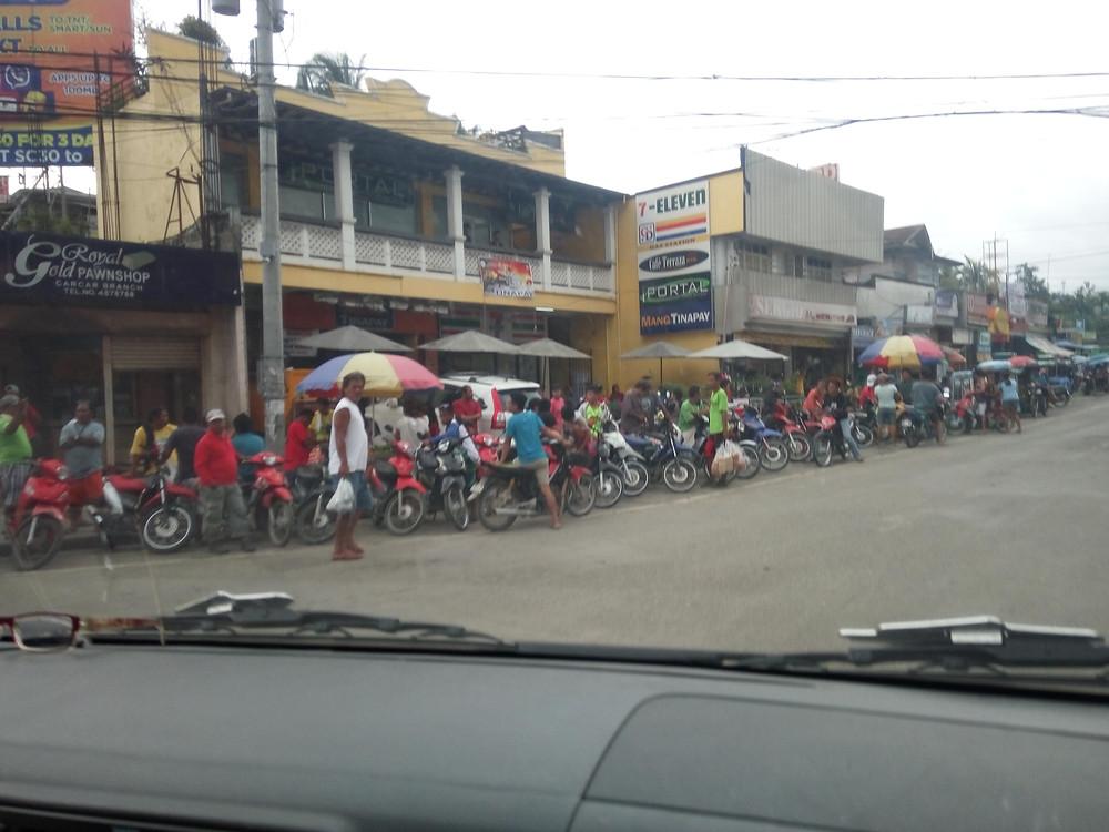 Котики фридайверы на Филиппинских дорогах