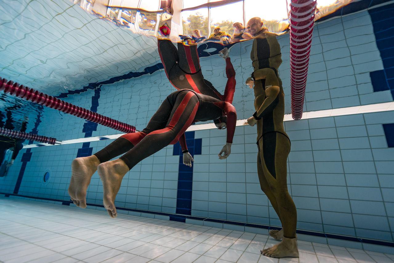 Фридайвинг в бассейне