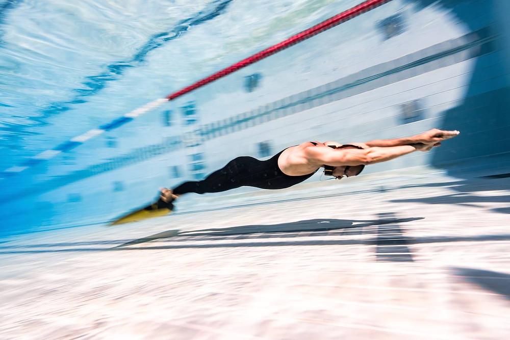 Обучение фридайвингу в бассейне