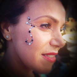 #bodygems #glittertattoo #facejewels #gemtattoo #bodyart #facepaint #facepainting #facepainter #face