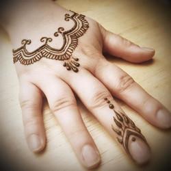 #mehendi #hennapro #losangeleshenna #henna #glittertattooslosangeles #hennatattoo #hennaartist #henn