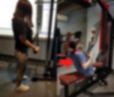 二の腕・三頭筋トレーニング女性