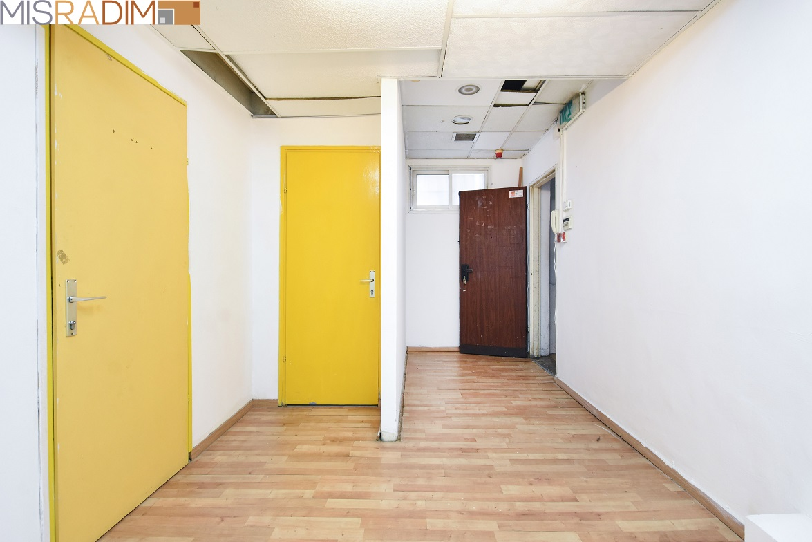 """משרד להשכרה בגולומב 150 מ""""ר"""