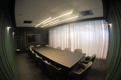 חדר ישיבות מאובזר