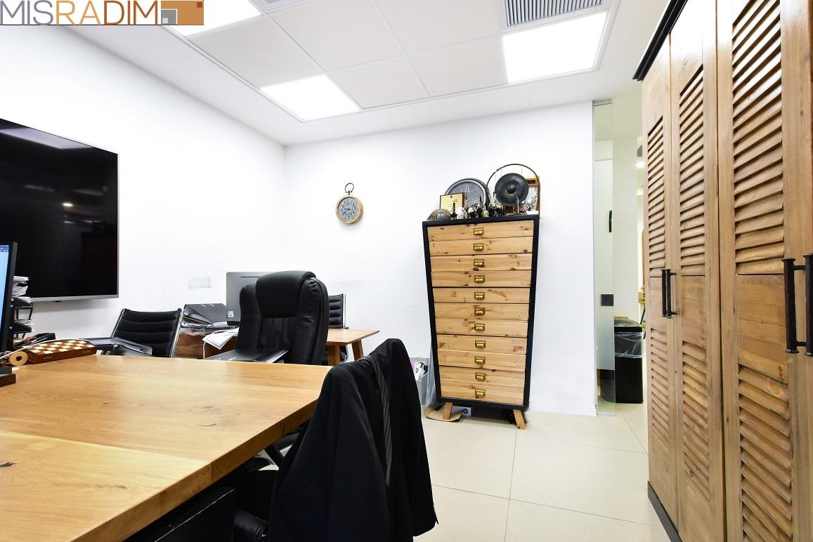 משרד להשכרה בסר 4