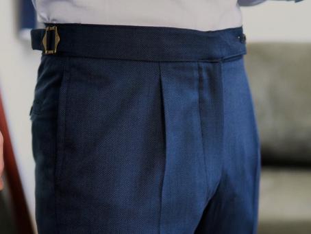 Você já pensou em usar terno sem cinto?