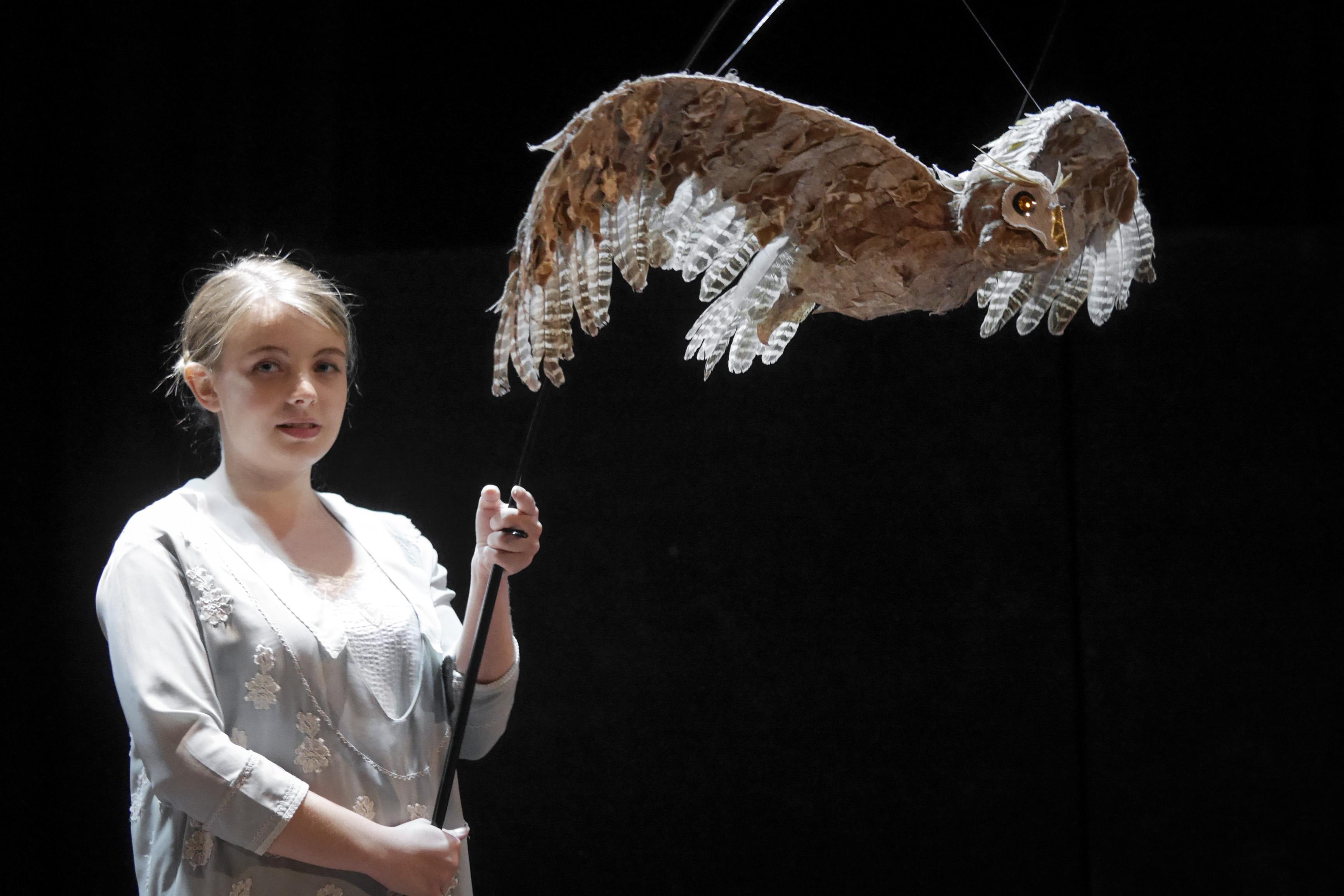 L'enfant Saltburn-90 Rebecca Madden & Owl Puppet