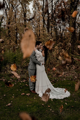 Wedding during fall foliage