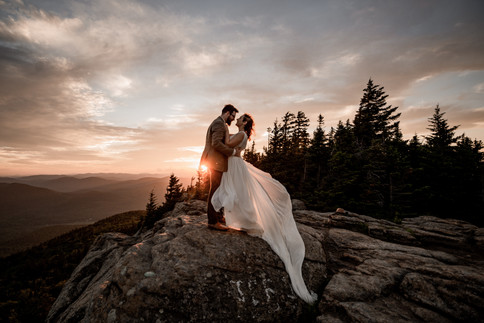 Intimate Wedding photography on top of a mountain