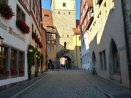 רוטנבורג על נהר הטאובר,עיר מלהיבה מימי הביניים-בין שושנים לחרבות.