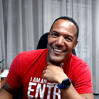 Smiling Photo of Ronnie Haskins in Red T-Shirt - Ronnie Is The Leading Auto Broker in Colorado Springs