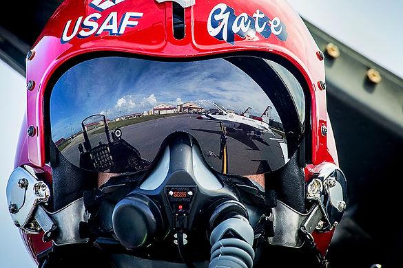 pilot-887087.jpg