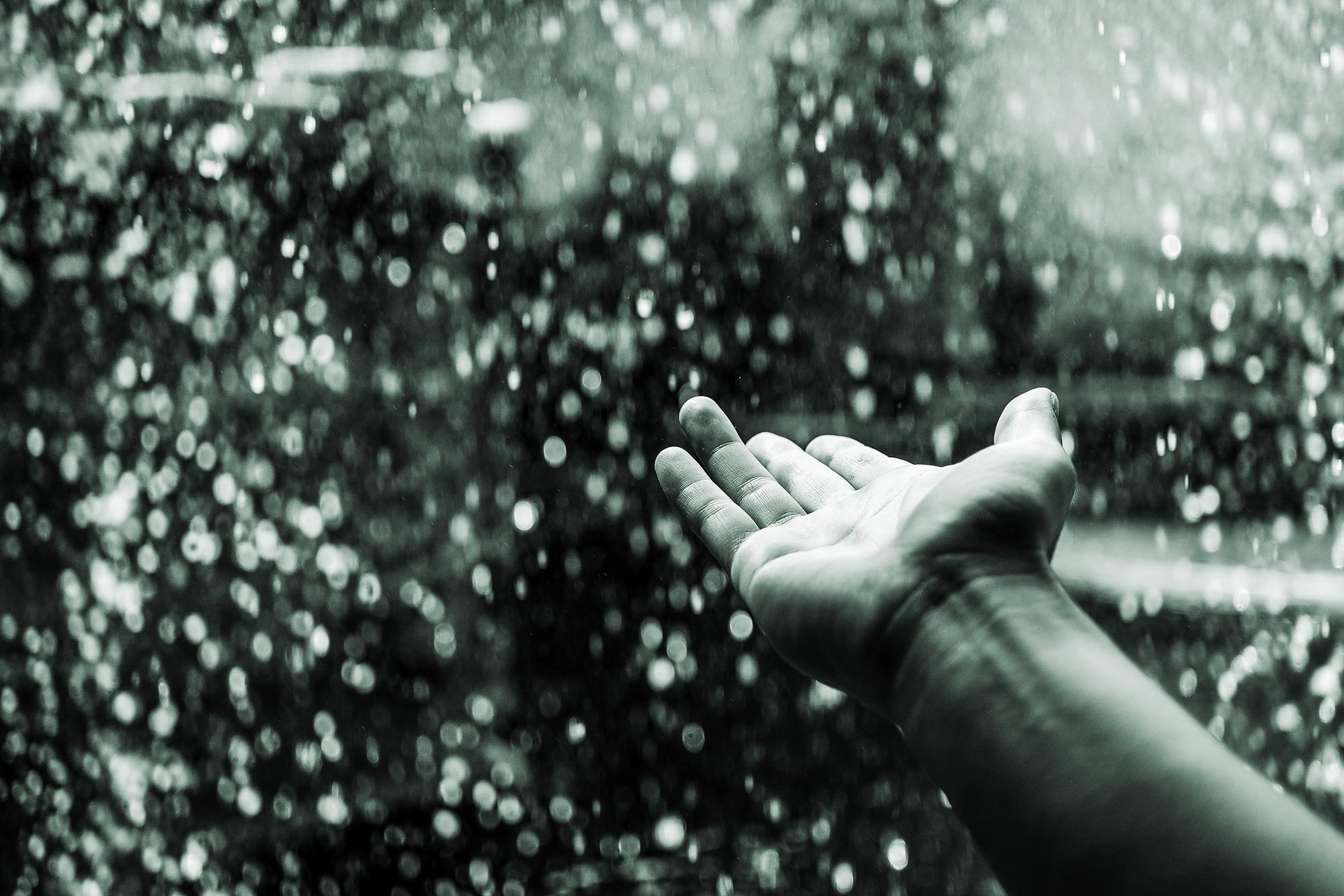 hand_rain