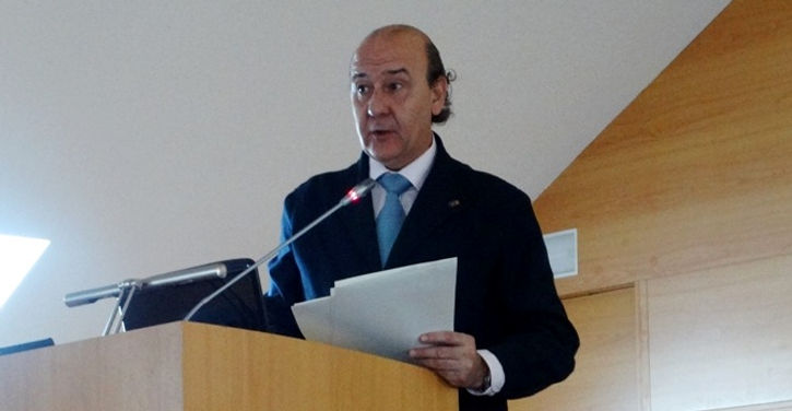 José Ignacio Herce Alvarez, secretario de la Comisión, presentándonos la misma (Fotografía: Guillermo Reparaz Vallhonrat)