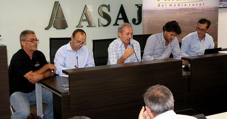 Iñigo Moreno de Arteaga, marqués de Laserna, César Fernández de la Peña y Luís Sánchez Hernández durante la presentación del libro.