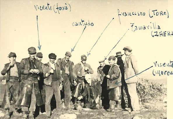Identificación de los perreros participantes en la montería celebrada el 19 de diciembre de 1961 en la finca El Poyuelo. (Fotografía cedida por César Fernández de la Peña)