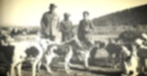 Los marqueses de Valdueza con su perrero Pedro Castro (Fotografía obtenida de la pág. 205 del libro 'Del Monte y la Montería' de la Trébere)Real Club de Monteros