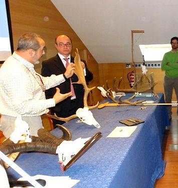 Juan Béjar y Paco Coín, desgranaron las fichas de homologación (Fotografía: Guillermo Reparaz Vallhonrat)