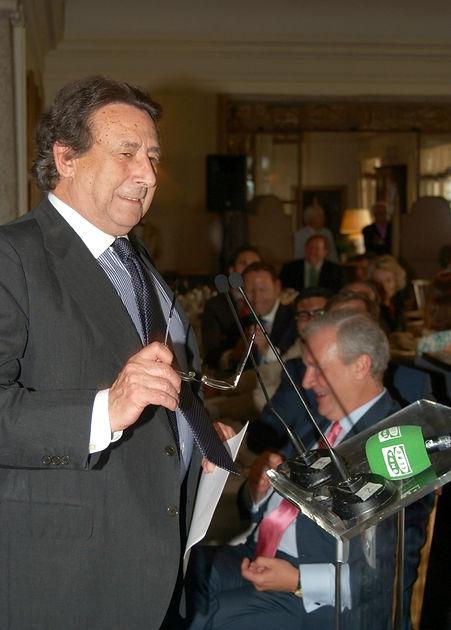 Alfonso Ussía Muñoz-Seca presentando a los premiados (Fotografía: Cesáreo Martín Martínez)