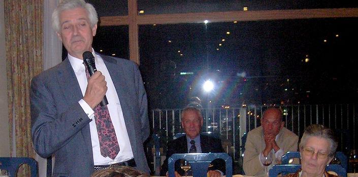 Castor Cañedo pronuncia unas palabras tras recibir el Premio a la «Personalidad Venatoria» 2005 (Fotografía: José María García Medina)