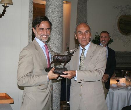 César Fernández de la Peña entrega el premio a Pablo Ortega Martín-Rosales (Fotografía: Santiago Segovia Pérez)