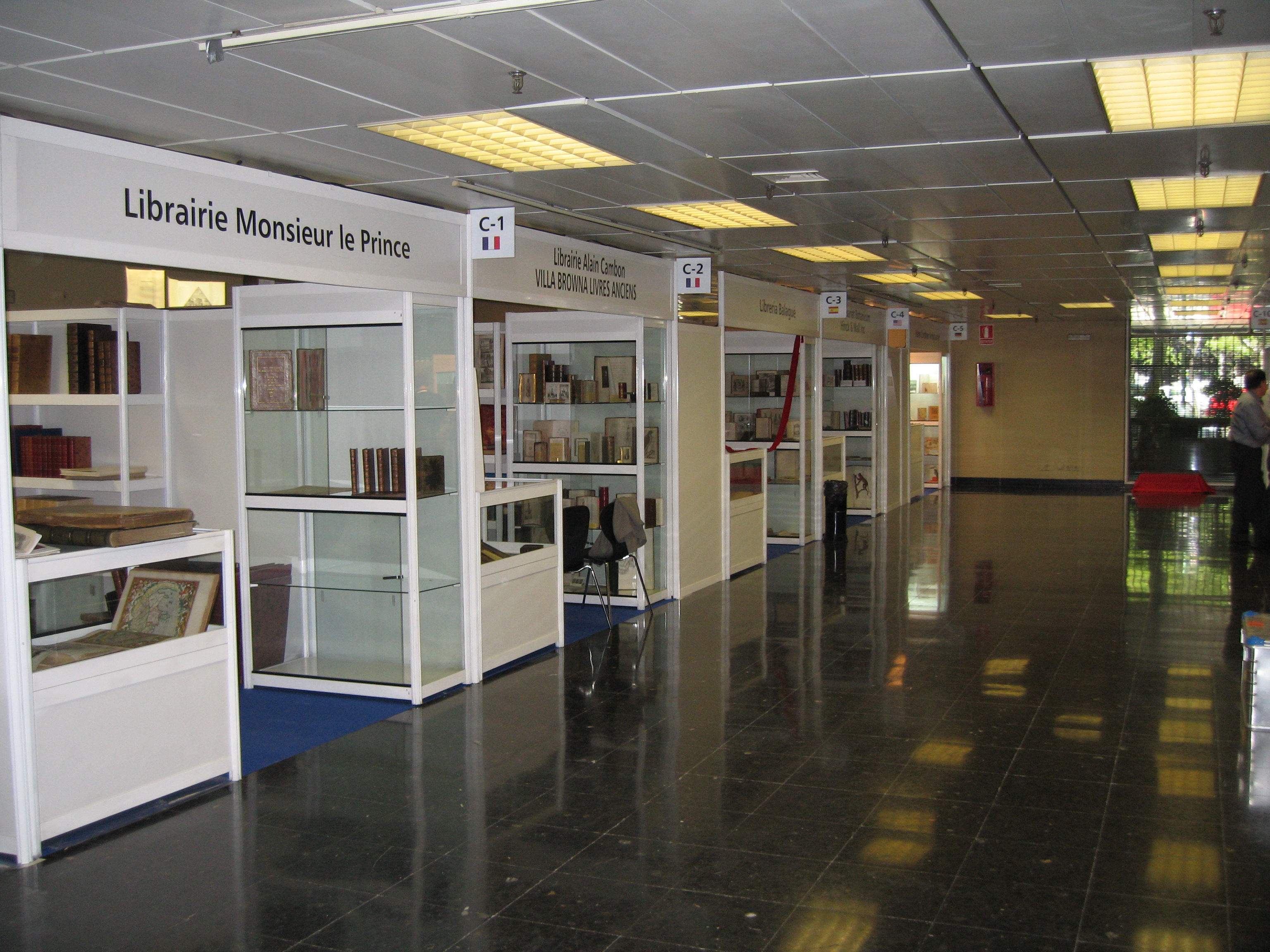 Stand-Modulares-Librarie-Di&P-Paris