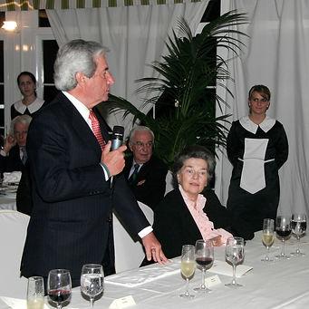Iñigo Moreno de Arteaga cerrando el acto conjuntamente con Alfonso Ussía Muñoz Seca (Fotografía: José María García Medina)