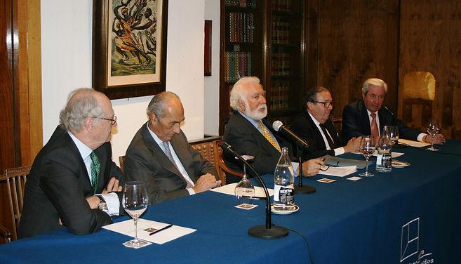 Jesús Martín, César Fernández de la Peña, Eduardo Garrigues López-Chicheri, el marqués del Vado y el marqués de Laserna, durante la presentación de la conferencia(Fotografía: Santiago Segovia Pérez)