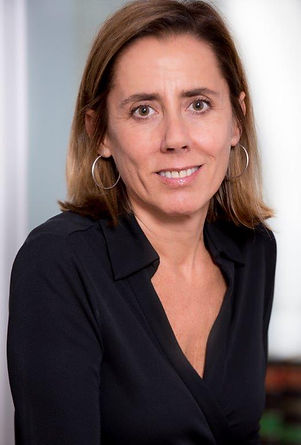 Elena Zarraluqui Navarro (1967) is a member of the Madrid Bar Association and belongs to the  third generation of lawyers under the Zarraluqui surname.