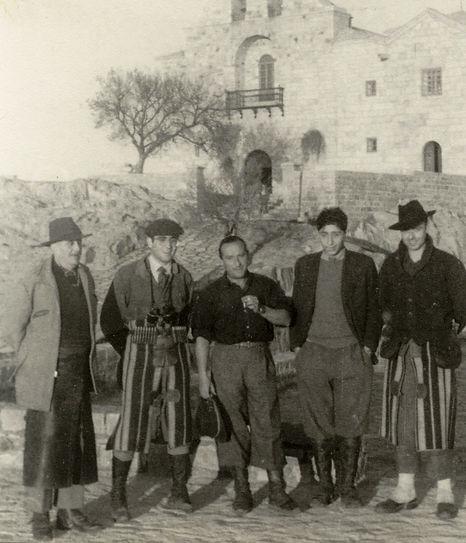 Jaime de Foxá entre otros, en el santuario  (Fotografía: César Fernández de la Peña)