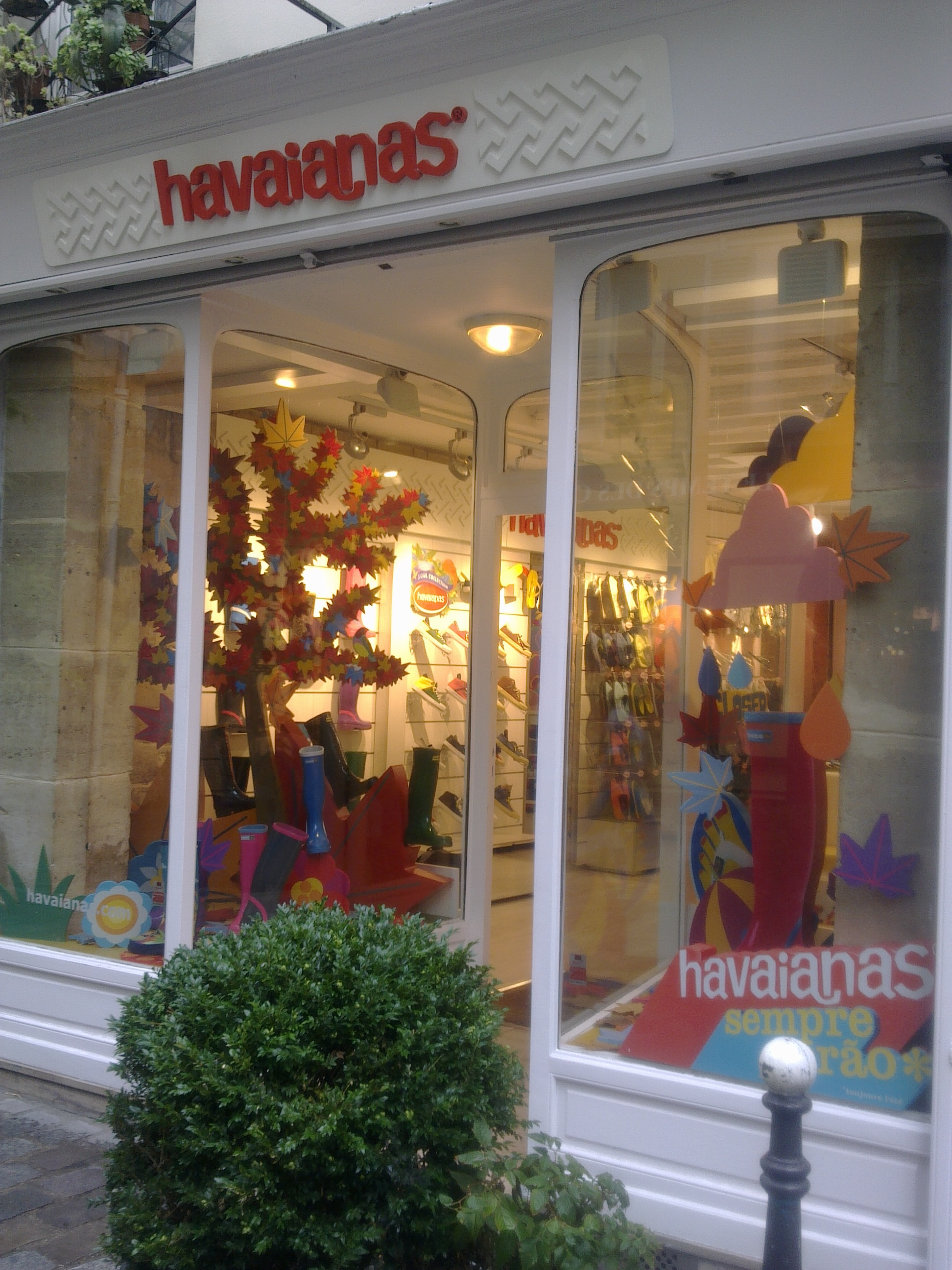 IC Escaparate Havaianas Paris (10).jpg