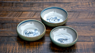 Small round dishes