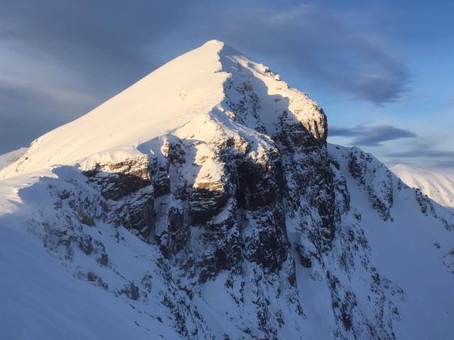Scotland winter mixed climbing