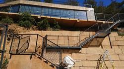36 Escalera con baranada en hierro
