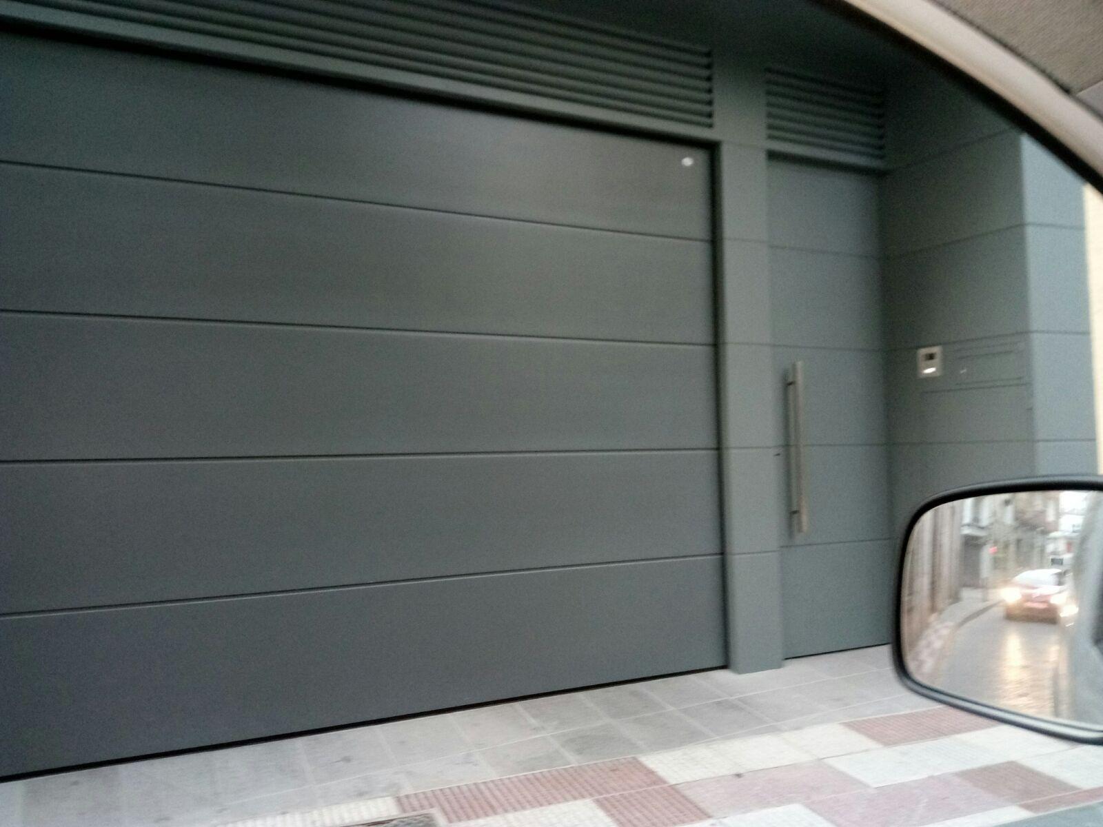 9 Conjunto puerta  basculante chapa lisa