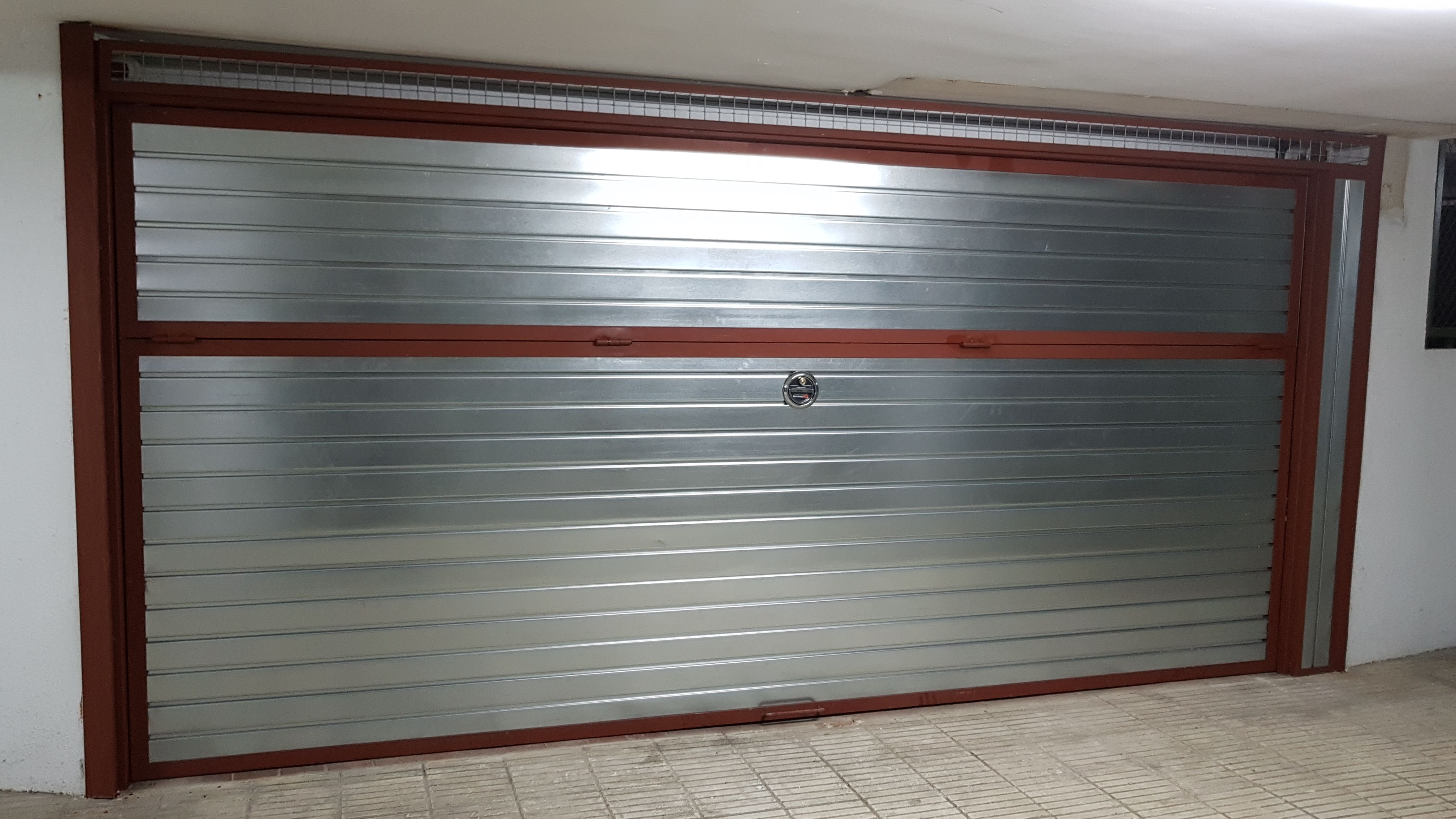 20 puerta basculante en chapa PC4