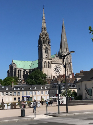 We Arrive at Chartres!