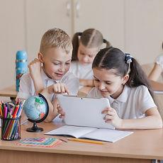 kids-using-tablet-du.jpg