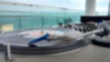 DJ de Casamentos Profissional tocando com Toca Discos de Vinyl
