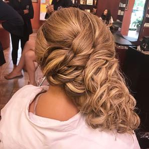 Congrats to this gorgeous bride 👰🏼 #bride #bridalhair #weddinghair #wedding #curls #blonde #updo #formalhair #eastwind #hair