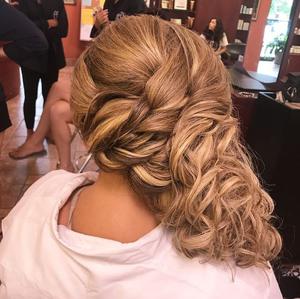 Congrats to this gorgeous bride 👰🏼 #bride #bridalhair #weddinghair #wedding #curls #blonde #updo #formalhair #eastwind #hair