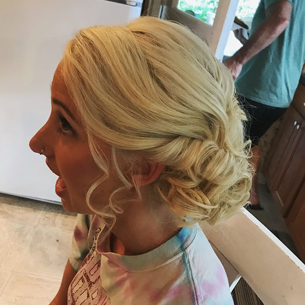 The face you make when you love your hair 😁 #bridesmaid #bridesmaidhair #hair #wedding #weddinghair #curls #updo #formalhair #firemonkeyhair
