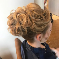 #bridesmaid #bridesmaidhair #wedding #weddinghair #hair #updo #formalhair #messyhair #firemonkeyhairdesign #behindthechair