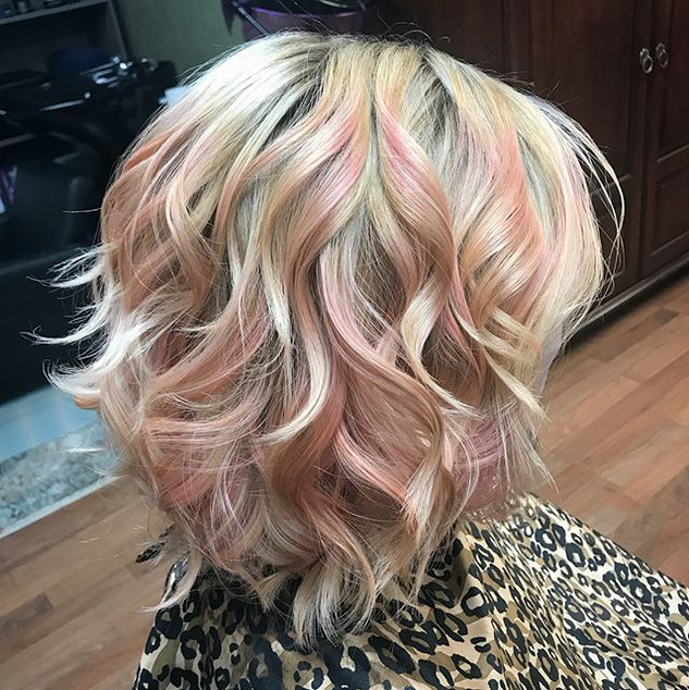 Bringing in the new year with some new hair ! #transformation #pinkhair #newhair #blondehair #curls #shorthair #haircolor #newyearshair #new