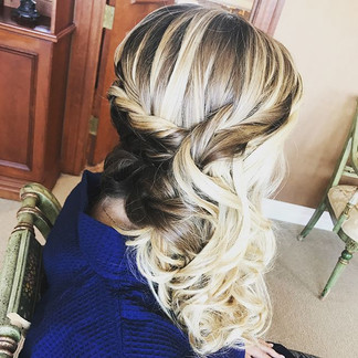 #bridesmaid #bridalhair #bridesmaidhair #wedding #weddinghair #hair #updo #formalhair #curls #braid