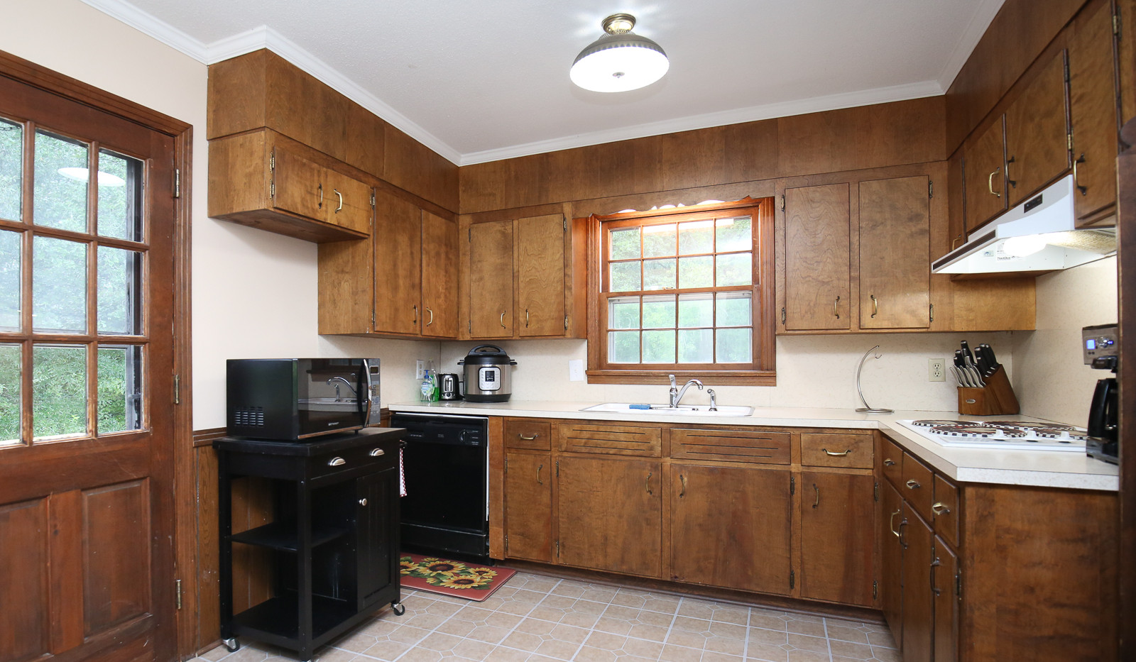 012_294_barnes_ave_kitchen.jpg