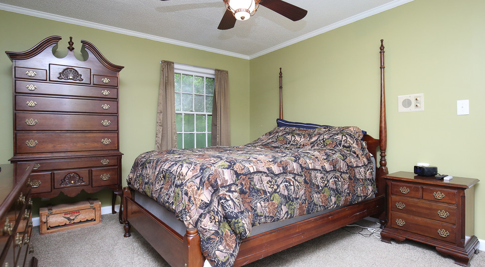 029_294_barnes_ave_bedroom3.jpg