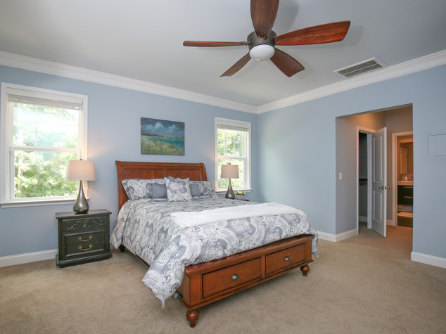 30_459_plainview_ave_master_bedroom.jpg
